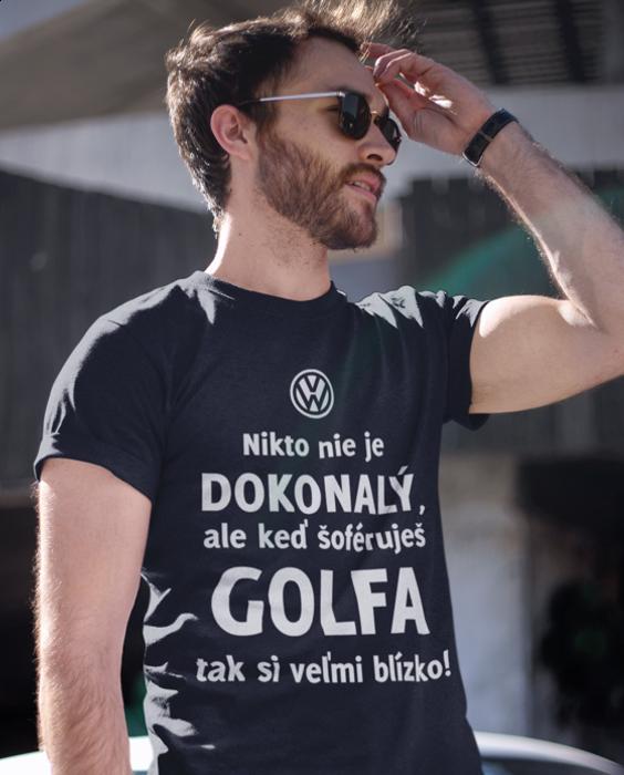 Smiešne tričko dokonalý (značka auta vlastný výber)